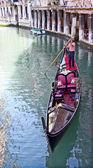 Gondola and the gondolier — Stock Photo
