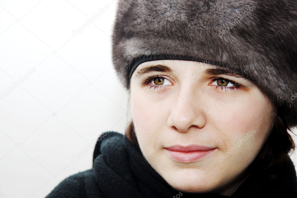 Beautiful young woman with winter clothes  — Stock Photo #2217781