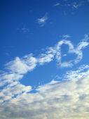 Den blå himlen i moln — Stockfoto