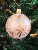 шар с бантиком на елку — Стоковое фото