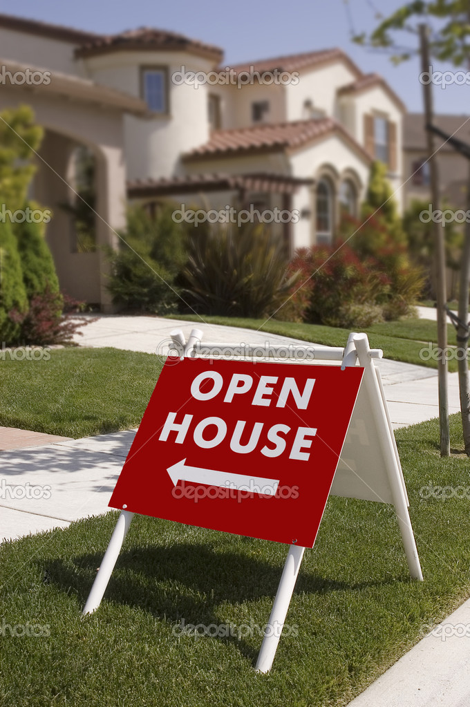 Open house sign, indicating new home to  look at, sign is sharp focus falls offin the background — Stock Photo #2237680