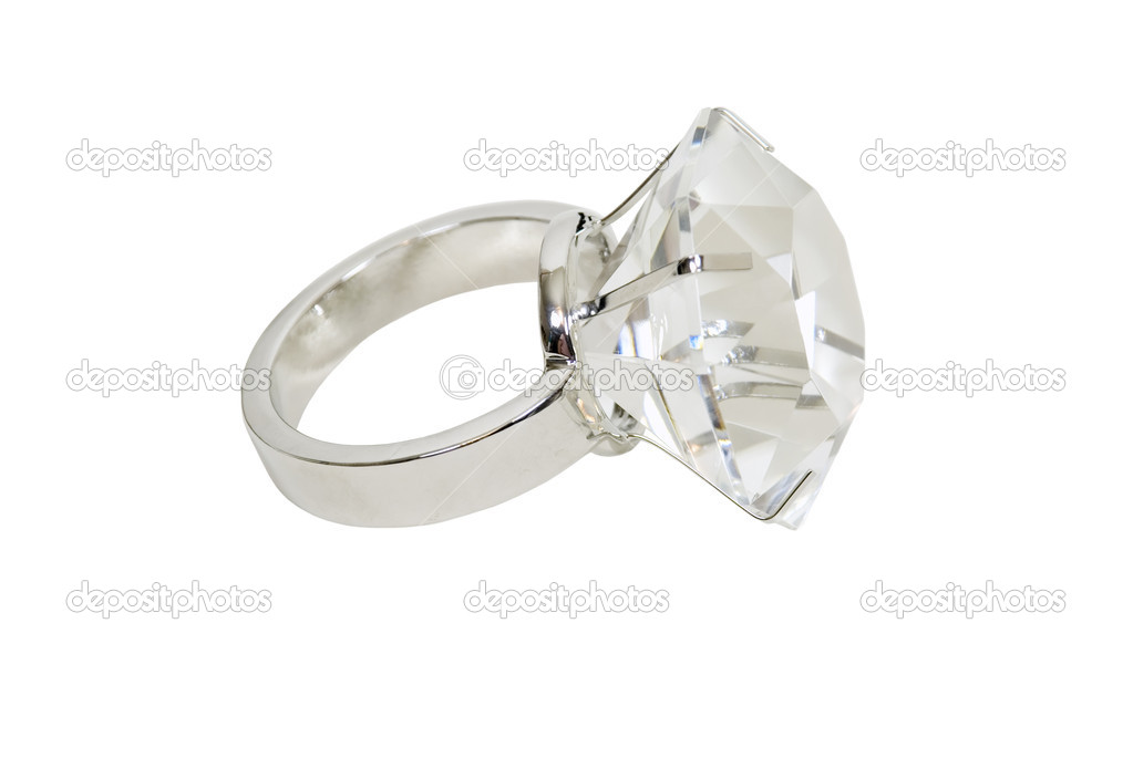 Diamond engagement ring with facets that sparkle brightly in the light symbolizing eternity of love - path included — Stock Photo #2130082