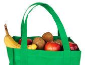 Artykuły spożywcze w zieloną torbę wielokrotnego użytku — Zdjęcie stockowe