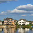 Suburban Executive Homes on Lake — Foto Stock