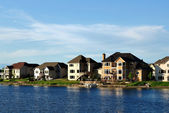 Suburban Executive Homes on Lake — Stock Photo