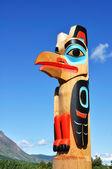 Eagle Totem Pole Against a Blue Sky — Stock Photo