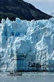 Boat & Massive Margerie Glacier — Stock Photo
