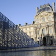 Pyramid building of Louvre — Stockfoto
