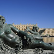 Statue artwork and Versailles palace — 图库照片