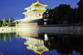 Forbidden city with reflection at night — Stock Photo