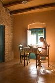 Donna avendo colazione — Foto Stock