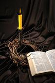 Biblia y corona de espinas — Foto de Stock