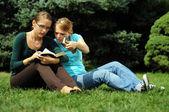 Estudiante de lectura — Foto de Stock