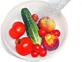 Rinsing fruit — Stock Photo