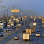 tung trafik i staden — Stockfoto