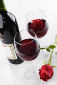 Red wine and rose — Stock fotografie