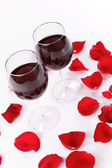 Wine glasses and rose petals — Stock Photo