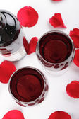 Wine and rose petals — Stock fotografie