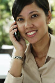 Female executive speaking on the phone — Stockfoto