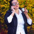 The young woman speaks by phone — Stock Photo