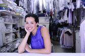 Felice possessore di una lavanderia — Foto Stock