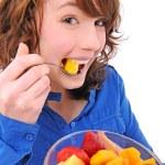 Young woman eating fruit salad — Stock Photo
