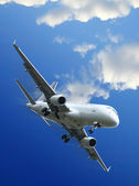 Commercial aircraft taking off — Stock Photo