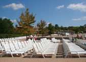 A row of empty pool chairs. — Stock Photo