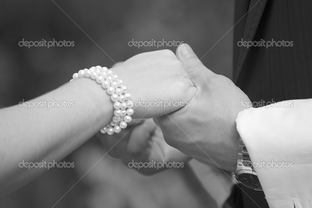 Close up of wedding couple holding hands. Photo in black and white — Stock Photo #2329665