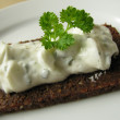 Pumpernickel with herb curd — Stock Photo #2401489