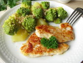 Romanesco and chicken fillet steak — Stock Photo