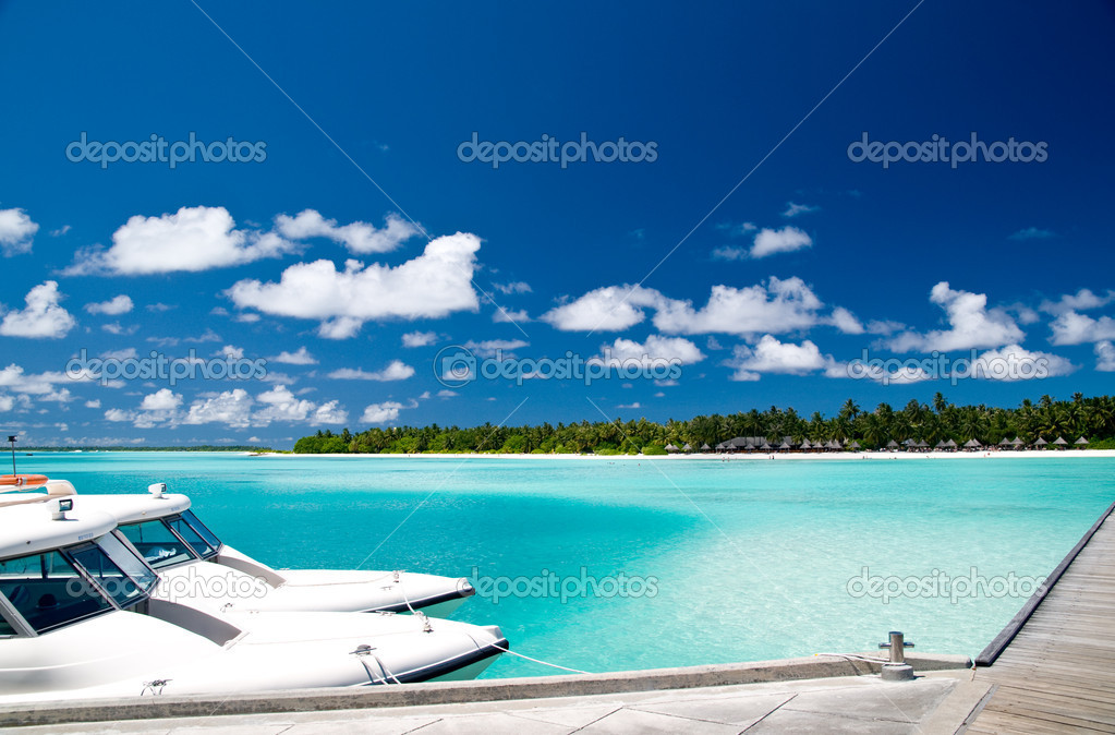 Tropical harbour on an maldivian island — Stock Photo #2120703