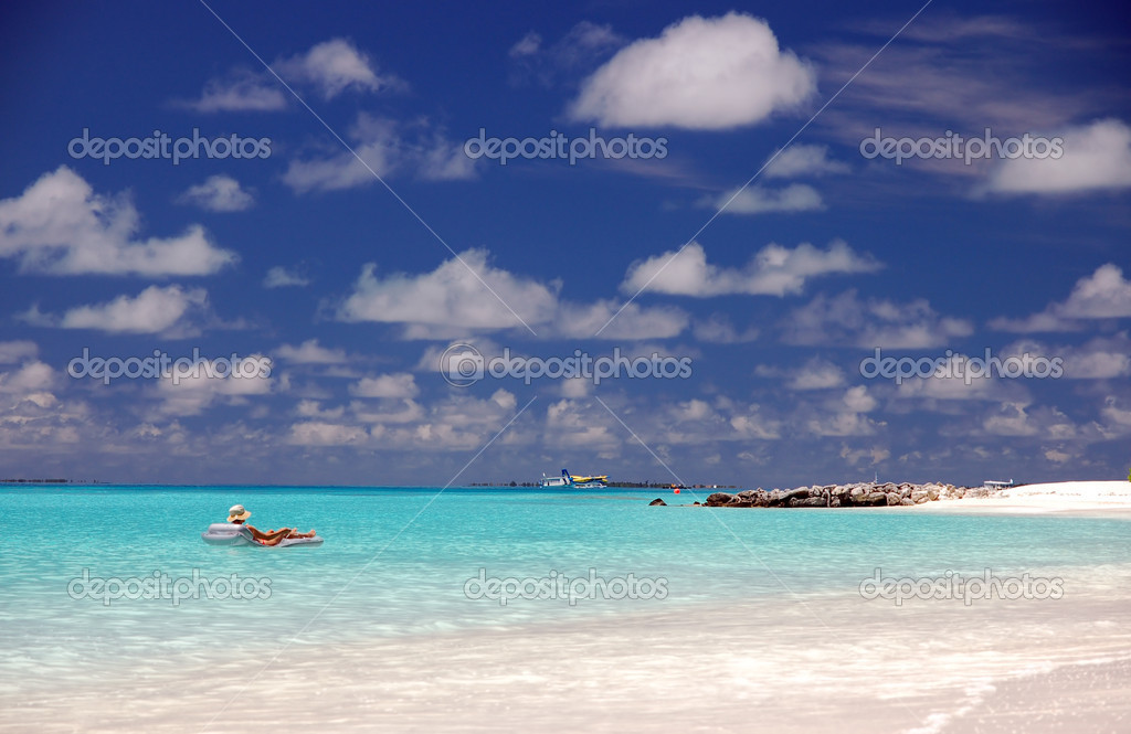 Tropical;island;blue;sky;indian ocean;maldives;ocean;vacation;holidays;beach;exotic;water;idyllic;bay;calm;coastline;lagoon;shore;travel;tropic;vegetation;natur — Stock Photo #2204246