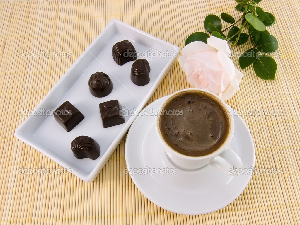 Cup of coffee with chocolate candies and white rose — Stock Photo #2216196