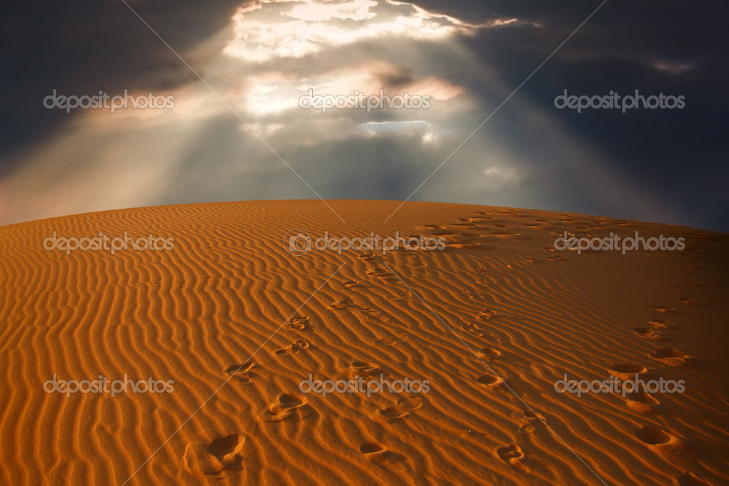 The sky split over the desert sand,  Erg Chebbi, Morocco  — Stock Photo #2182695