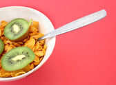 Cornflakes with kiwi slices — Stock Photo