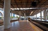 Moderna estação coberta — Foto Stock