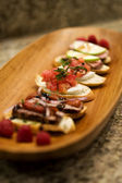 Bruchetta Appetizers on Wood Platter — Stock Photo