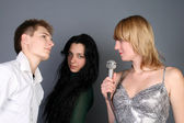 Three friends singing a song — Stock Photo