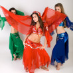 Three girls belly dancing in studio — Stock Photo