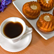 Coffee and appetizing cupcakes. — Stock Photo