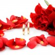 Roses and wedding rings - Stok fotoğraf