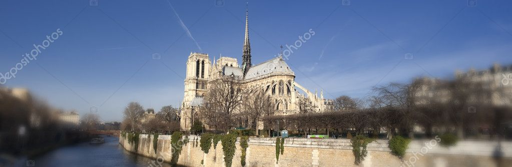 Panorama of Notre-Dame de Paris — Stock Photo #2660130
