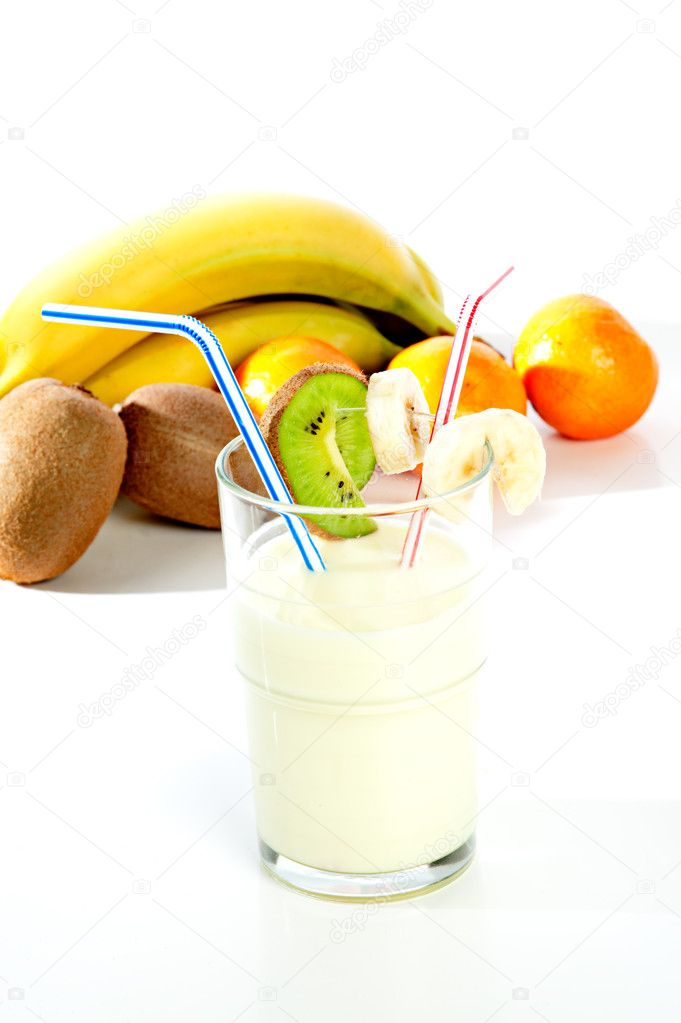 Milkshake with fresh fruit — Stock Photo #2179690
