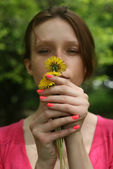 Girl holding dandelion — Stock Photo