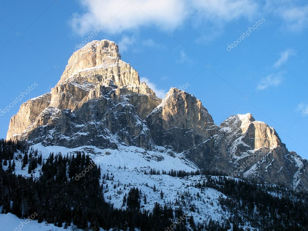 A mountain in Dolomites. A vew from Corvara village, Italy. — Stock Photo #2191236