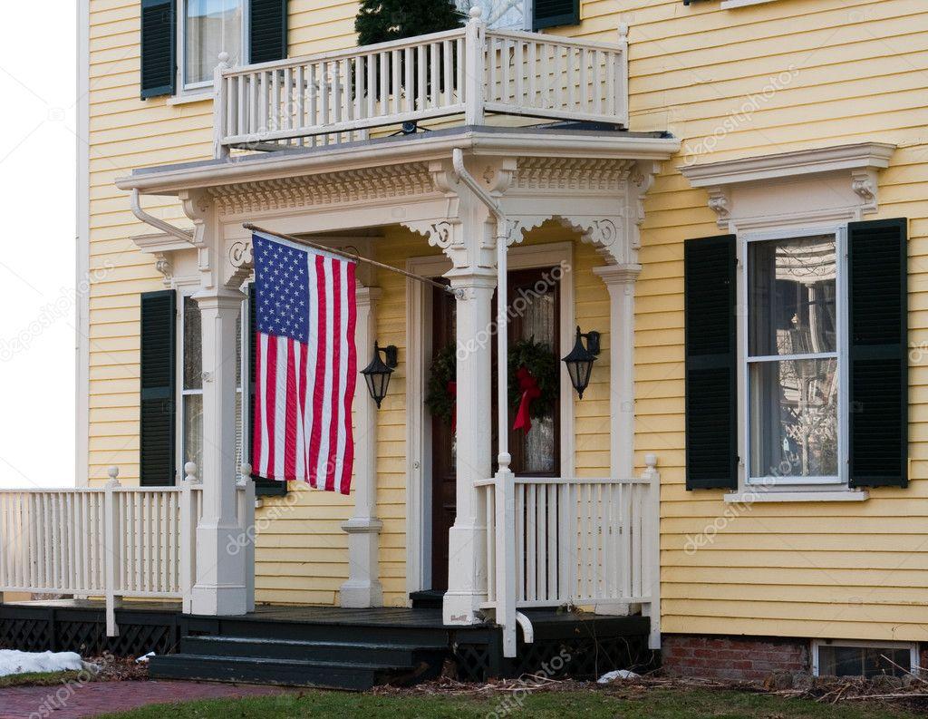 entr e de la maison avec le drapeau am ricain photographie npetrov 2191102. Black Bedroom Furniture Sets. Home Design Ideas