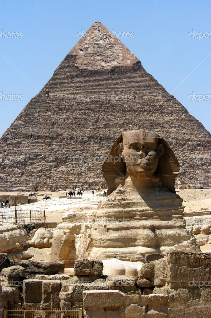 Great sphinx in front of pyramid, Giza, Cairo, Egypt — Stock Photo #2296431