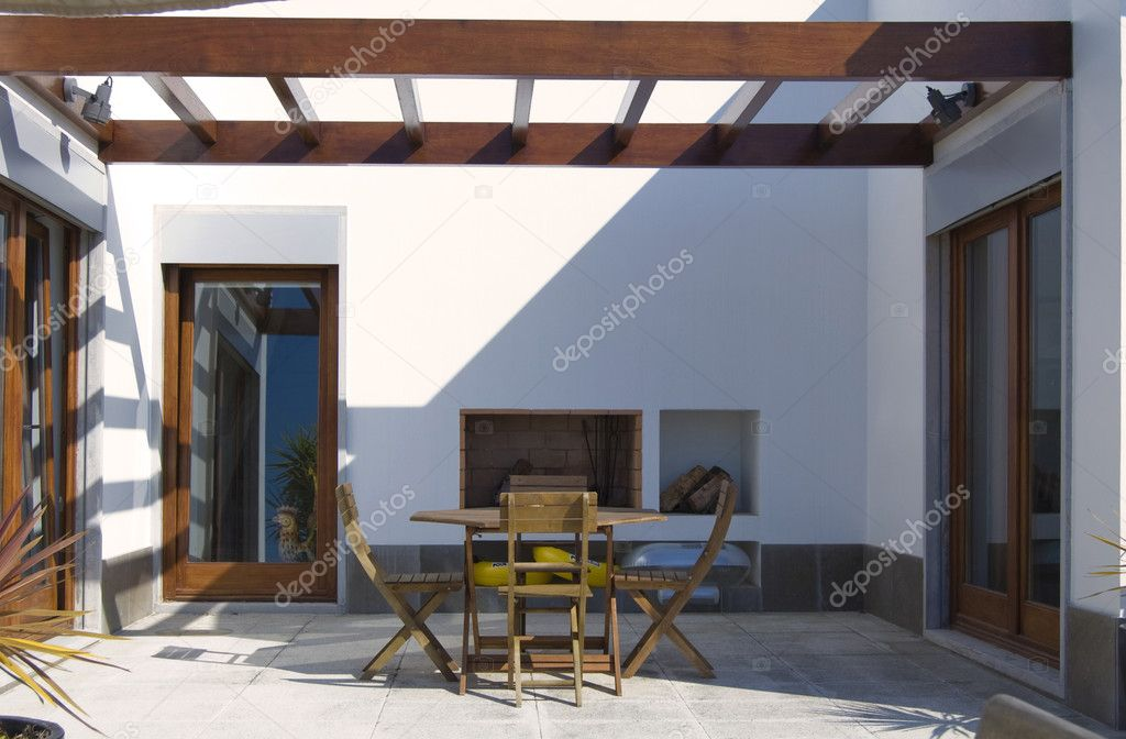 Elegant outdoor patio of the luxury house — Stock Photo #2214217