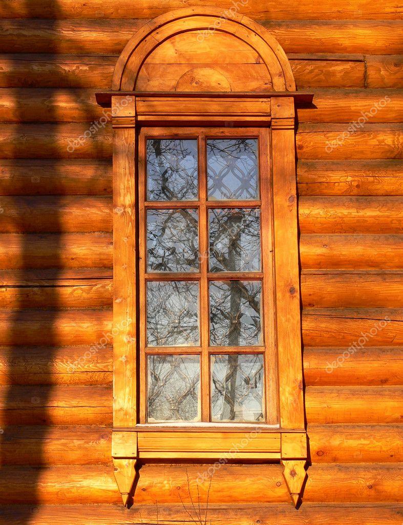 老木教堂的窗户